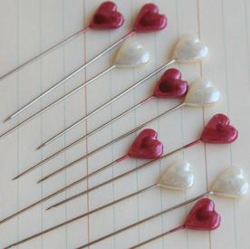 TK1577 - Trinket Pins - Hearts - Cream & Red
